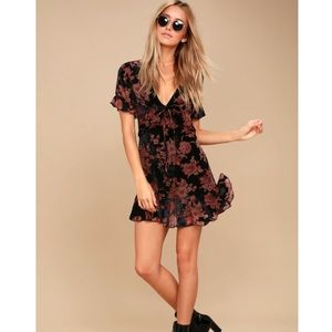 A touch of magic, Black floral print velvet dress